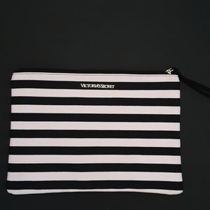 NWOT VICTORIA'S SECRET MAKEUP BAG